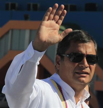 Ecuador's President Rafael Correa waves upon his arrival at Havana's Jose Marti airport December 10, 2012. REUTERS/Enrique De La Osa