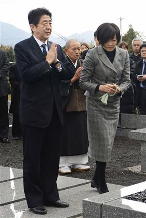 Japan's incoming Prime Minister and the leader of Liberal Democratic Party (LDP) Shinzo Abe and his wife Akie pay respects to a grave of his father and former Foreign Minister Shintaro Abe in Nagato, in this photo taken by Kyodo December 22, 2012. REUTERS/Kyodo
