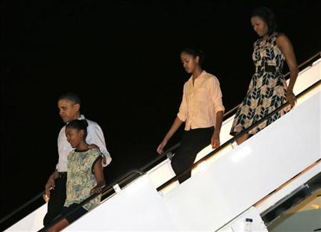 U.S. President Barack Obama and the first family arrive at Hickam Field for their holiday vacation in Hawaii December 22, 2012. REUTERS/Larry Downing