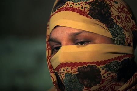 Saima, daughter of Fehmida Shah, an anti-polio health worker and mother of six, mourns the third day after her mother's funeral in Karachi December 20, 2012. Picture taken December 20. REUTERS/Akhtar Soomro