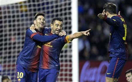 Barcelona's Xavi Hernandez (C), Lionel Messi (L), and Jordi Alba (R) celebrate a goal during their Spanish First Division soccer match against Real Valladolid at Zorrilla Stadium in Valladolid December 22, 2012. REUTERS/Ricardo Ordonez