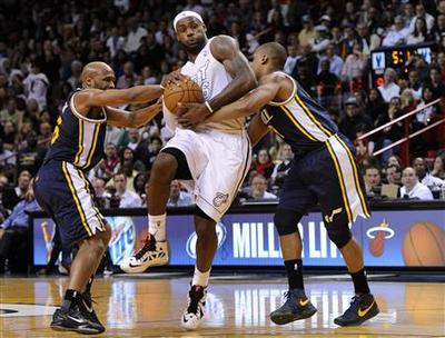 Heat beat Jazz to break clear atop Eastern Conference