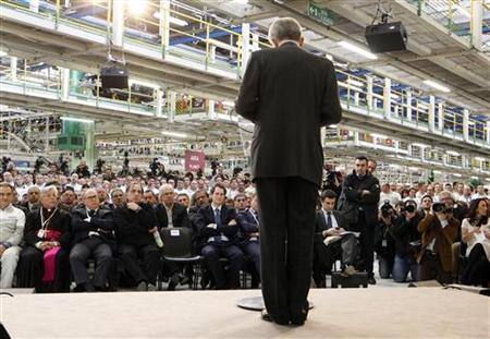 Italy's Prime Minister Mario Monti (C) makes his speech during a visit to the Fiat car factory in the southern city of Melfi December 20, 2012. REUTERS/Ciro De Luca
