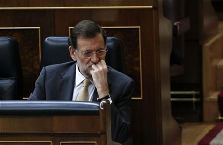Spain's Prime Minister Mariano Rajoy attends a parliamentary session for the formal approbation of the budget for 2013 at Parliament in Madrid December 20, 2012. REUTERS/Juan Medina(SPAIN - Tags: POLITICS BUSINESS)