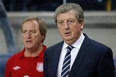 O técnico da Inglaterra, Roy Hodgson, assiste partida da seleção em Estocolmo, Suécia. 14/11/2012 REUTERS/Phil Noble