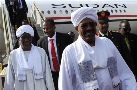 Sudan's President Omar Hassan al-Bashir (C) is welcomed by First Vice President Ali Osman Taha (L) after arriving at Khartoum Airport September 28, 2012. REUTERS/Mohamed Nureldin Abdallah
