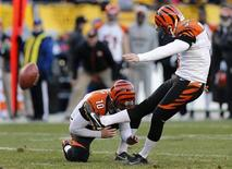 Cincinnati Bengals kicker Josh Brown (3) kicks the game-winning field goal against the Pittsburgh Steelers as Kevin Huber (10) holds in the fourth quarter of their NFL football game in Pittsburgh, Pennsylvania, December 23, 2012. REUTERS/Jason Cohn