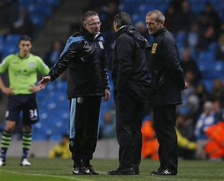 Manchester City's manager Roberto Mancini argues with his Aston Villa counterpart Paul Lambert (L) during their English League Cup soccer match at The Etihad Stadium in Manchester, northern England, September 25, 2012. REUTERS/Phil Noble