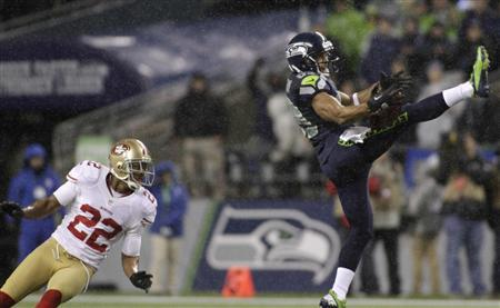 Seattle Seahawks wide receiver Doug Baldwin (R) pulls in a 43-yard pass catch from quarterback Russell Wilson during the first quarter of their NFL football game against the San Francisco 49ers in Seattle, Washington, December 23, 2012. REUTERS/Robert Sorbo