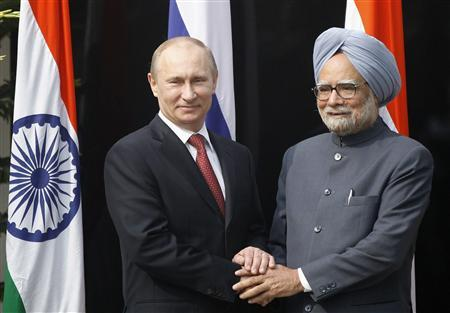 Russian President Vladimir Putin (L) shakes hands with Indian Prime Minister Manmohan Singh before a meeting at his residence in New Delhi December 24, 2012. REUTERS/Mustafa Quraishi/Pool