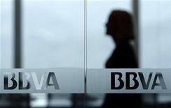 BBVA s'attend à une plus-value de 265 millions d'euros à la faveur de la cession de l'intégralité de sa participation dans un fonds de pension colombien pour 530 millions de dollars (401 millions d'euros) à une filiale de Grupo Aval. /Photo d'archives/REUTERS/Pichi Chuang