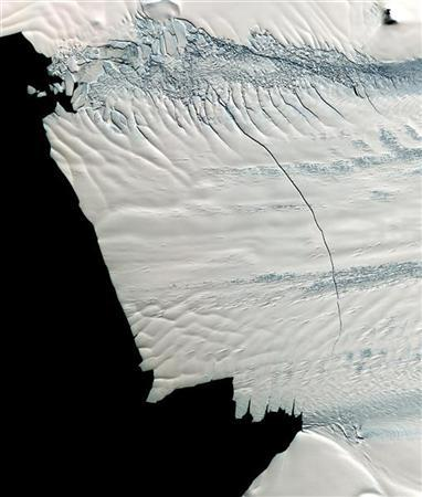 This handout satellite image from the Advanced Spaceborne Thermal Emission and Reflection Radiometer (ASTER) instrument on NASA's Terra spacecraft shows the Pine Island Glacier in Antarctica November 13, 2011. REUTERS/NASA/GSFC/METI/ERSDAC/JAROS, and U.S./Japan ASTER Science Team/Handout