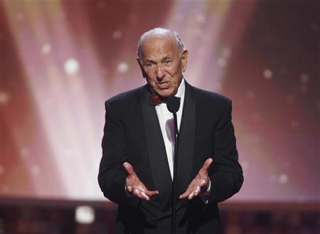 Actor Jack Klugman, star of the TV series ''The Odd Couple'', speaks about writer, director and producer Garry Marshall who received the Legend Award at the taping of the 6th annual TV Land Awards in Santa Monica June 8, 2008. REUTERS/Fred Prouser