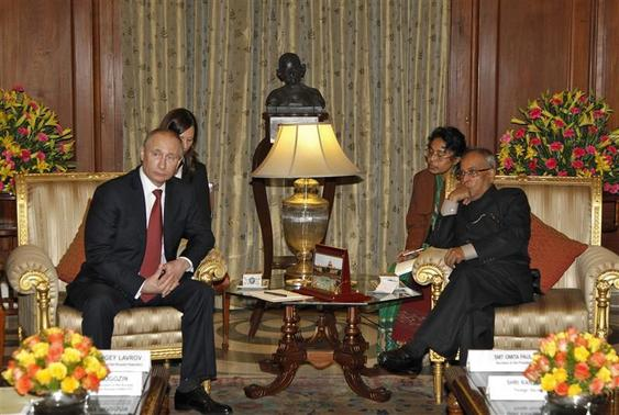Russian President Vladimir Putin (L) and his Indian counterpart Pranab Mukherjee (R) pose before their meeting at India's presidential palace, Rashtrapati Bhavan, in New Delhi December 24, 2012. REUTERS/B Mathur