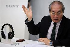 Sony China President Nobuki Kurita gestures as he gives a speech next to a Sony MDR-1R headset and a Sony mobile phone during a news conference at a Sony Store in Beijing December 25, 2012. REUTERS/Petar Kujundzic