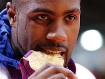 Teddy Riner a gravi l'Olympe en solitaire. Déjà cinq fois champion du monde à seulement 23 ans, le judoka a ajouté la dernière ligne qui manquait à son palmarès chez les plus de 100 kg. Le tout avec, semble-t-il, une décontraction déconcertante. /Photo prise le 3 août 2012/REUTERS/Kim Kyung-Hoon