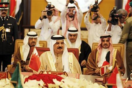 Bahrain King Hamad bin Isa al-Khalifa attends a session of the GCC summit, in Sakhir, south of Manama, December 25, 2012. REUTERS/Hamad I Mohammed