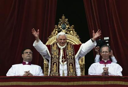 Pope Benedict XVI (C) waves as he blesses the crowd during his ''Urbi et Orbi'' (To the city and the world) address from a balcony in St. Peter's Square in Vatican December 25, 2012. REUTERS/Alessandro Bianchi