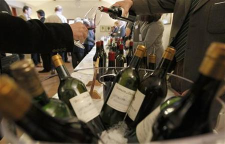 Wine is poured into a glass at the Chateau Malartic Lagraviere in Leognan, southwestern France, during the start of a week of wine tasting at the chateaux in the Bordeaux region April 4, 2011. REUTERS/Regis Duvignau