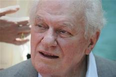 """Charles Durning, un veterano de la Segunda Guerra Mundial que se convirtió en actor y estuvo en filmes como """"El golpe"""", """"Tootsie"""" y """"La casa más divertida de Texas"""", ha fallecido, informó el martes una funeraria de la Ciudad de Nueva York. Tenía 89 años de edad. En la imagen de archivo, Durning tras recibir una estrella en el paseo de la fama de Hollywood, el 31 de julio de 2012. REUTERS/Phil McCarten"""