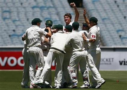 Australia's Jackson Bird (C) celebrates with team mates after taking the wicket of Sri Lanka's Thilan Samaraweera for ten runs during the first day of the second cricket test at the Melbourne Cricket Ground December 26, 2012. REUTERS/David Gray