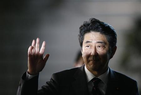 Japan's newly-elected Prime Minister Shinzo Abe waves as he arrives at his official residence in Tokyo December 26, 2012. REUTERS/Toru Hanai