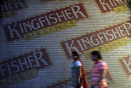 Women walk past a closed booking office of Kingfisher Airlines in New Delhi October 1, 2012. REUTERS/Mansi Thapliyal
