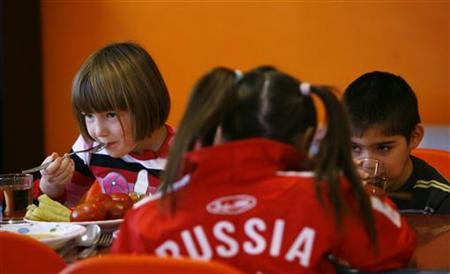 Orphan children have a meal at an orphanage in the southern Russian city of Rostov-on-Don, December 19, 2012. REUTERS/Vladimir Konstantinov
