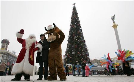 A man dressed Father Frost, the regional version of Santa Claus, pose for a picture in Independence Square in Kiev December 30, 2008. REUTERS/Konstantin Chernichkin