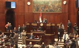 Vista general de una sesión del Parlamento egipcio en El Cairo, dic 26 2012. El presidente egipcio, Mohamed Mursi, promulgó una nueva Constitución redactada por islamistas que afirma que ayudará a poner fin a las turbulencias políticas y le permitirá enfocarse en recomponer una economía muy frágil. REUTERS/Asmaa Waguih