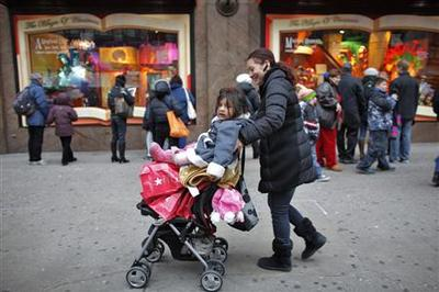 U.S. retailers scramble after lackluster holiday sales