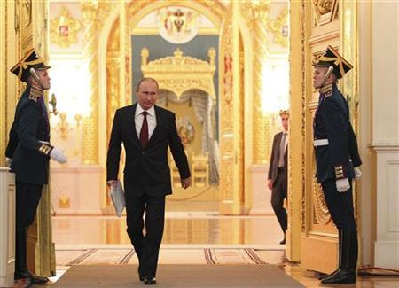 Russia's President Vladimir Putin (C) walks in before making his annual state of the nation address at the Kremlin in Moscow December 12, 2012. REUTERS/Mikhail Klimentyev/RIA Novosti/Pool