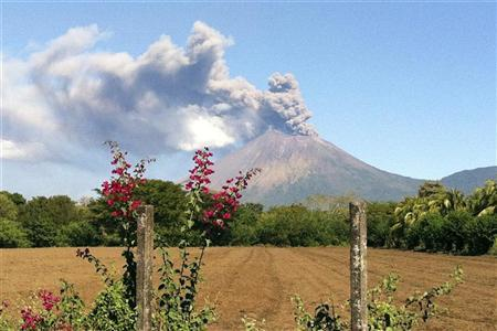 The San Cristobal volcano spews up large clouds of gas and ash near Chinandegga City, some 150 km (93 miles) north of the capital Managua December 26, 2012. REUTERS/Stringer