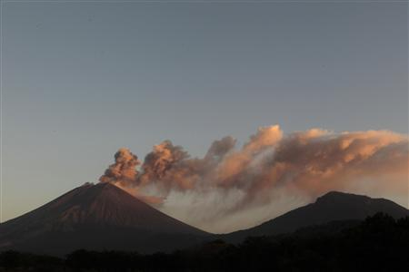 The San Cristobal volcano spews up large clouds of gas and ash near Chinandegga City, some 150 km (93 miles) north of the capital Managua December 26, 2012. REUTERS/Oswaldo Rivas