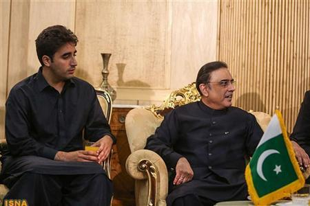 Pakistan's President Asif Ali Zardari (R) and his son Bilawal Bhutto Zardari are seen after their arrival in Mehrabad airport ahead of the 16th summit of the Non-Aligned Movement in Tehran, August 30, 2012. REUTERS/Mona Hoobehfekr/ISNA