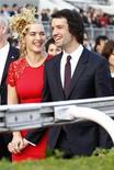 """La actriz británica ganadora de un Oscar Kate Winslet se ha casado por tercera vez, confirmó el jueves su publicista. Winslet, de 37 años, conocida por su papel protagonista en el taquillazo de 1997 """"Titanic"""", se ha casado con Ned RocknRoll, sobrino del magnate de la música y la aviación Richard Branson. En la imagen, la pareja en un evento promocional en Hong Kong, el 9 de diciembre de 2012. REUTERS/Tyrone Siu"""