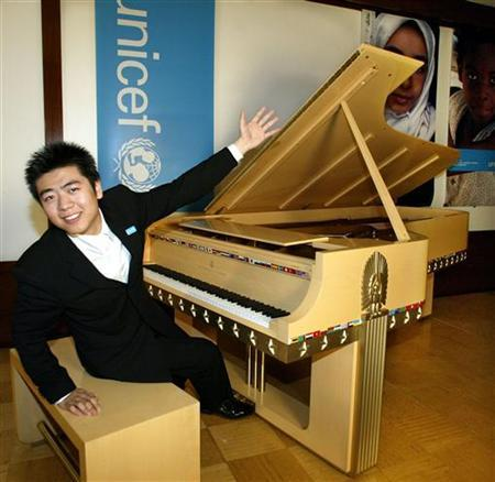Chinese concert pianist Lang Lang reacts after he played the Steinway Peace Piano in rehearsal before a performance at the UNICEF Headquarters in New York, May 20, 2004. REUTERS/Ray Stubblebine