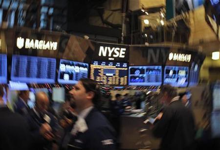 Traders work on the floor of the New York Stock Exchange in New York, December 26, 2012. REUTERS/Eduardo Munoz