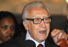 El enviado internacional de paz para Siria, Lakhdar Brahimi, durante una conferencia de prensa tras reunirse con el presidente Bashar al-Assad en Damasco, dic 24 2012. El enviado internacional Lakhdar Brahimi instó el jueves a un cambio real en Siria para terminar con los 21 meses de conflicto y dijo que debe establecerse un Gobierno de transición con poderes totales para que lidere el país hasta nuevas elecciones. REUTERS/Khaled al-Hariri