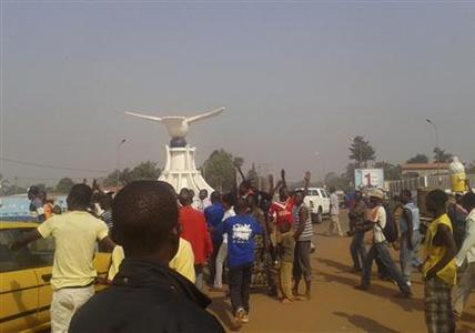Residents of Central African Republic participate in a protest near of the French Embassy in the capital Bangui, December 26, 2012. REUTERS/Stringer