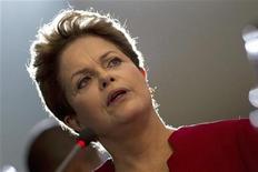 Presidente Dilma Rousseff fala durante coletiva de imprensa no Palácio do Planalto, em Brasília. Depois de seguidos apagões que atingiram vários Estados recentemente, Dilma descartou nesta quinta-feira que haja uma crise de energia no país, disse esperar melhorias na infraestrutura já em 2013 e prometeu centrar esforços em cortes de impostos. 27/12/2012 REUTERS/Ueslei Marcelino