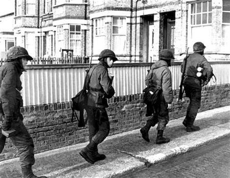 Argentine soldiers patrol along Ross Road in Port Stanley during the Falklands War (Guerra de Las Malvinas) between Argentina and Britain in Port Stanley, 4 May , 1982. REUTERS/Eduardo Farre/Files