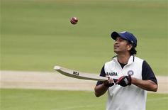 India's Sachin Tendulkar bounces a ball on his bat during a practice session ahead of their second test cricket match against New Zealand in Bangalore, August 30, 2012. REUTERS/Vivek Prakash