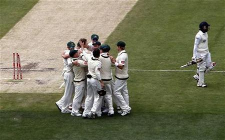 Australia's Jackson Bird (C) celebrates with team mates after bowling Sri Lanka's captain Mahela Jayawardene (R) for a duck, during the third day of the second cricket test at the Melbourne Cricket Ground December 28, 2012. REUTERS/David Gray