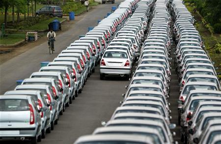 New cars awaiting despatch at Tata Motor's plant in Pune, 180 km (112 miles) south of Bombay September 14, 2004. REUTERS/Punit Paranjpe/Files