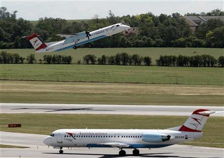 An Austrian Airlines (AUA) plane takes off at Vienna International Airport June 5, 2012. REUTERS/Heinz-Peter Bader (AUSTRIA - Tags: TRANSPORT BUSINESS)