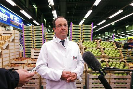 French President Francois Hollande speaks to the journalists as he visits the Rungis wholesale market near Paris December 27, 2012. REUTERS/Benoit Tessier