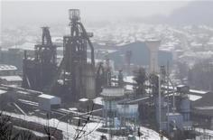 Le Premier ministre Jean-Marc Ayrault a opposé une fin de non recevoir au dirigeant de la CFDT d'ArcelorMittal à Florange (Moselle), qui a demandé au gouvernement de reconsidérer sa décision de ne pas nationaliser le site. /Photo prise le 3 décembre 2012/REUTERS/Vincent Kessler