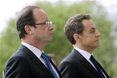 A peine plus d'un Français sur cinq (22%) juge que François Hollande est plus efficace que son prédécesseur Nicolas Sarkozy contre 40% qui pensent le contraire, selon un sondage BVA. Trois Français sur dix les jugent aussi inefficaces l'un que l'autre. /Photo prise le 8 mai 2012/REUTERS/Lionel Bonaventure/Pool