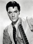 """Foto de archivo del cantante estadounidense Elvis Presley en una imagen promocional del filme de 1965 """"Harum Scarum"""". Elvis Presley y los Beatles lideran la lista de autógrafos de famosos más falsificados en 2012, con menos de la mitad de sus autógrafos puestos en venta certificados como verdaderos, dijeron los autentificadores de recuerdos PSA/DNA. REUTERS/Handout"""